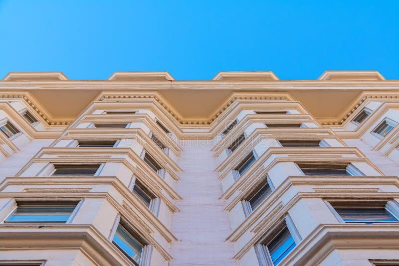 Vista dal basso della facciata dell'edificio per uffici Atlanta, U.S.A. fotografie stock libere da diritti