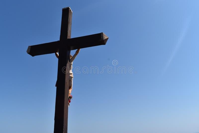 Vista dal basso di un incrocio cattolico, in Collioure, in Francia immagini stock