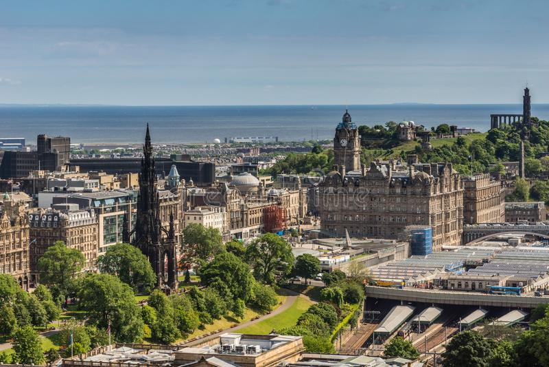 Vista dal castello verso il Mare del Nord, Edimburgo, Scozia fotografie stock