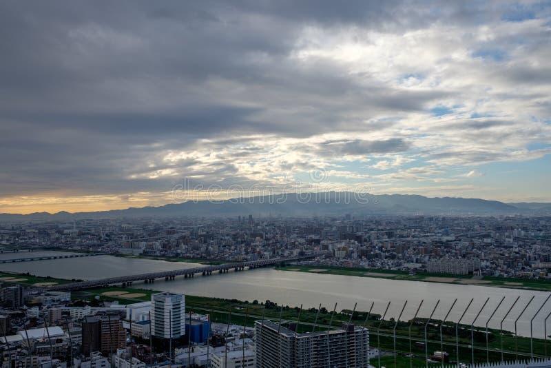 Vista dal cielo di Umeda che costruisce sopra Osaka immagine stock