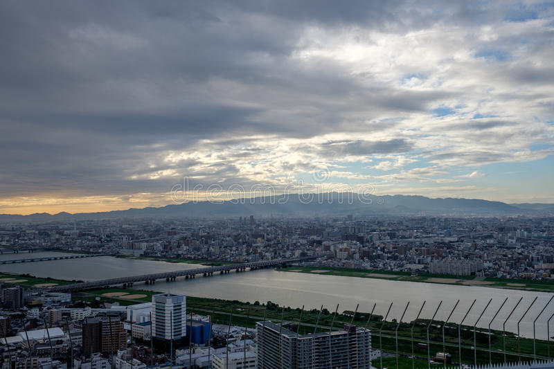Vista dal cielo di Umeda che costruisce sopra Osaka immagini stock