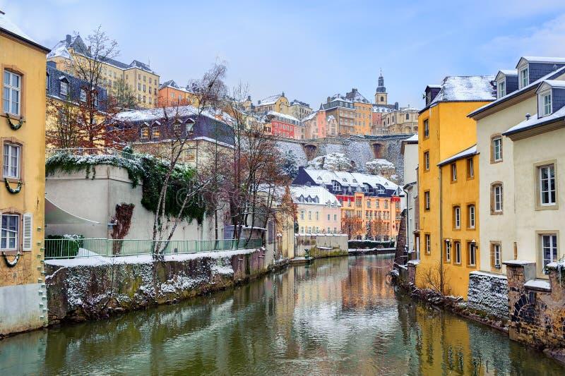 Vista dal Grund fino a Città Vecchia del Lussemburgo fotografie stock libere da diritti