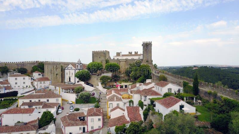 Vista dal muro di cinta del castello di Obidos, Portogallo immagine stock