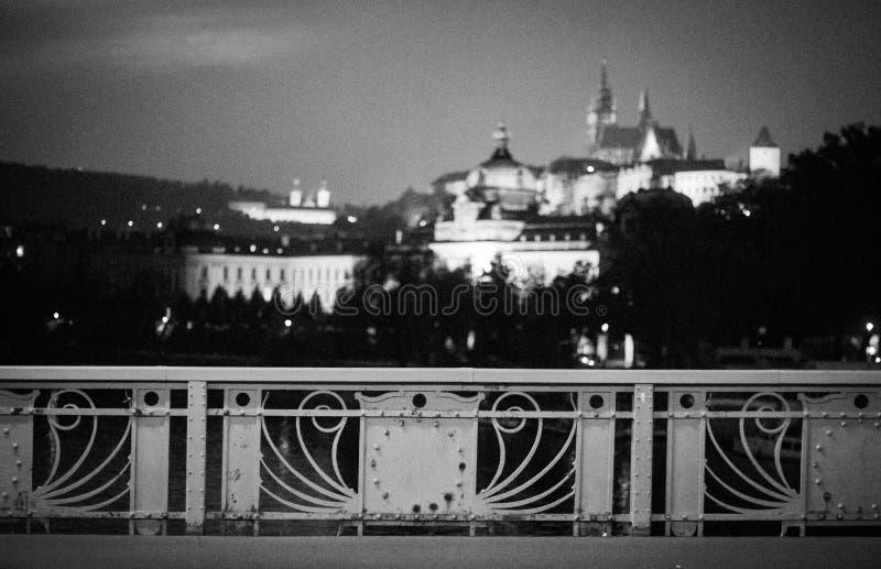 Vista dal ponte, fuoco del castello sulla priorità alta fotografia stock libera da diritti
