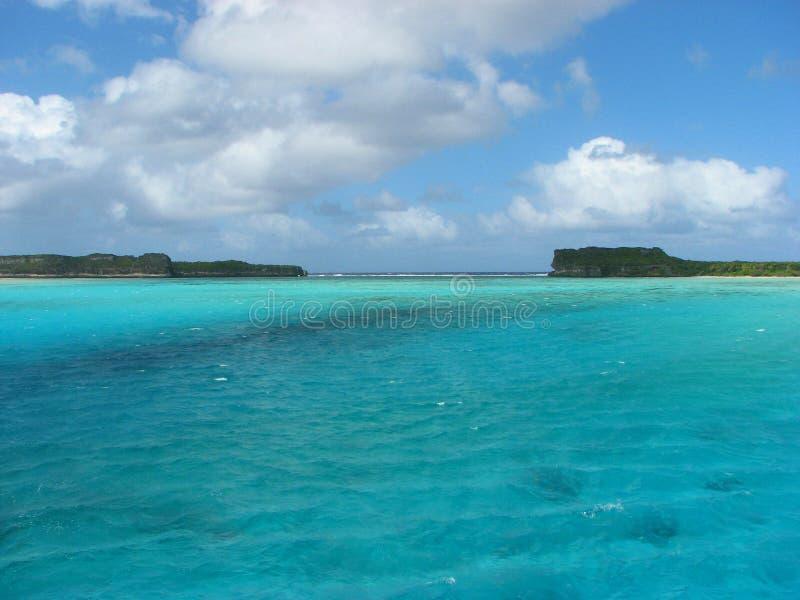 Vista dal ponticello in Ouvea, Nuova Caledonia di Mouli fotografia stock libera da diritti