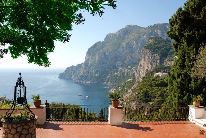 Vista dal terrazzo della villa di lusso fotografia stock libera da diritti