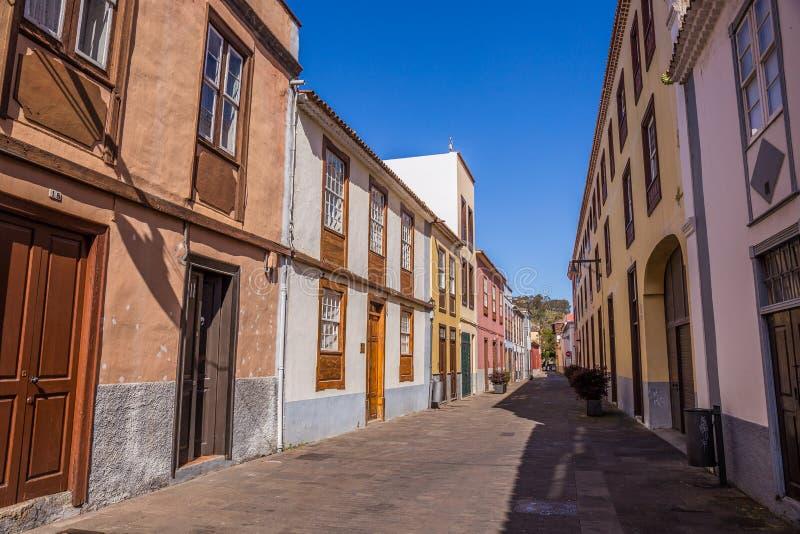 Vista dal vecchio centro urbano, San Cristobal de La Laguna, Tenerife, isole Canarie, Spagna - 13 della via 05 2018 fotografia stock libera da diritti