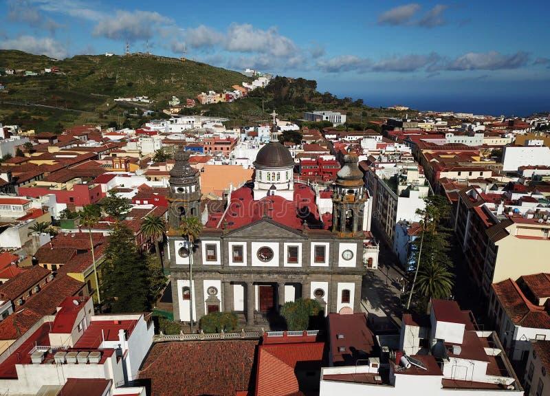 Vista dall'altezza sulla cattedrale e sul townscape San Cristobal De fotografie stock