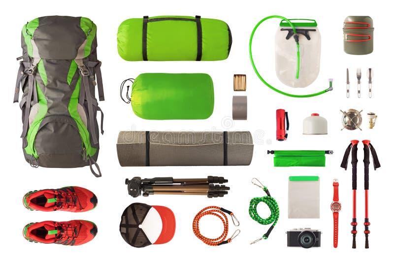 Vista dall'alto delle attrezzature sportive e degli attrezzi per il trekking e la campeggio immagine stock libera da diritti