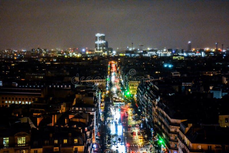 vista dall'Arco di Trionfo alla notte, immagine della foto una bella vista panoramica della città del Metropolitan di Parigi fotografia stock libera da diritti