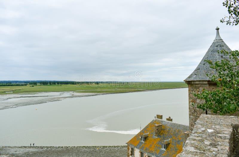 Vista dall'interno in una delle torri di Mont Saint Michel, Francia immagine stock