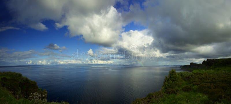 Vista dall'isola della roccia del kilt di Skye fotografia stock