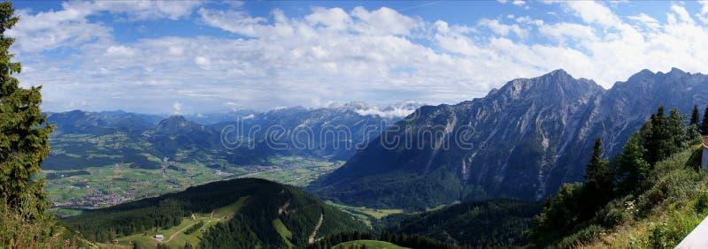 Vista dalla Baviera in Austria fotografia stock