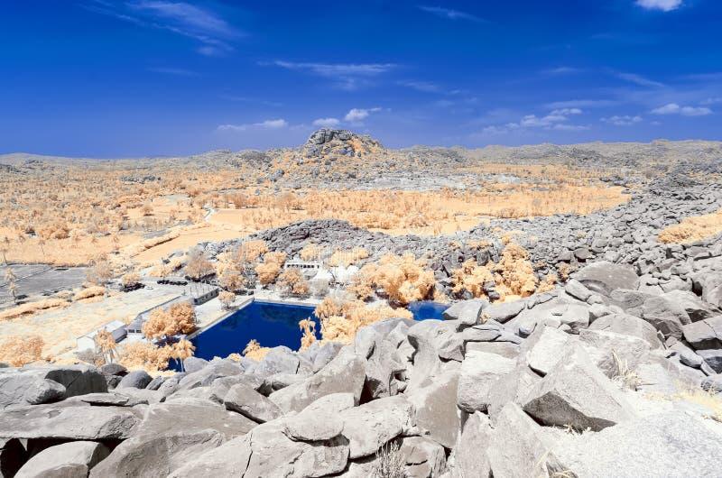 Vista dalla cima della collina dello stagno a pampa sarovar in hampi immagini stock