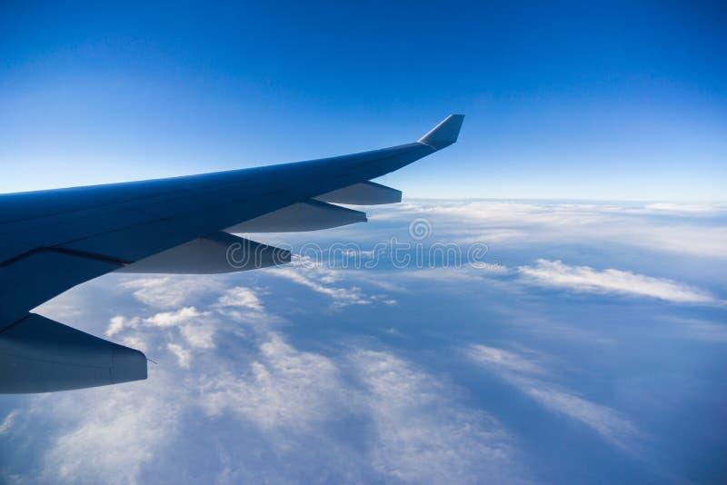 Vista dalla finestra dell'aeroplano immagini stock libere da diritti