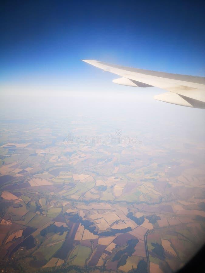 Vista dalla finestra piana immagine stock