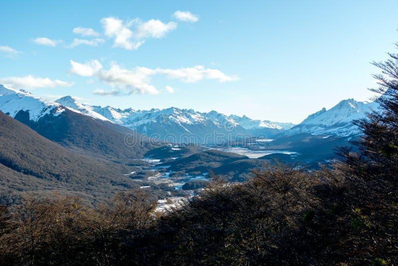 Vista dalla macchina per colata continua di Cerro, ski-lift di Ushuaia immagini stock