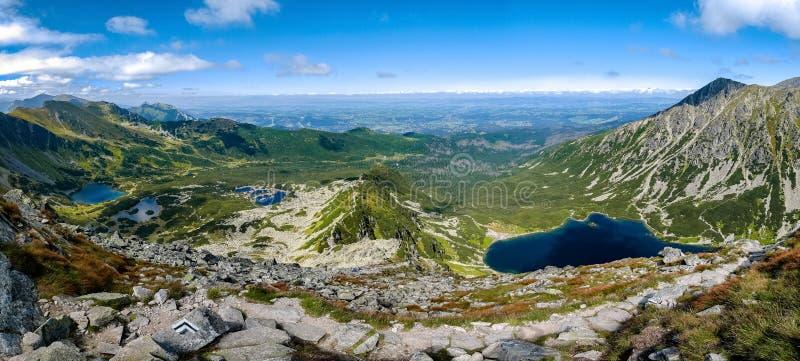 Vista dalla montagna di Koscielec fotografia stock