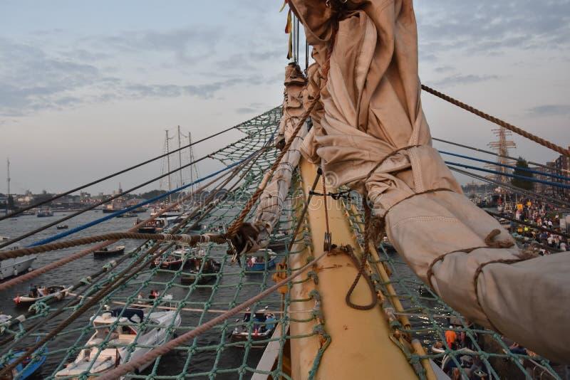 Vista dalla nave alta MIR sulla vela 2015 fotografia stock libera da diritti