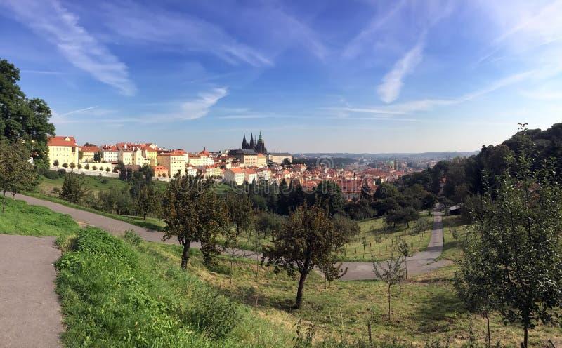 Vista dalla piattaforma di osservazione sulla vecchia citt?, Praga, repubblica Ceca immagini stock libere da diritti