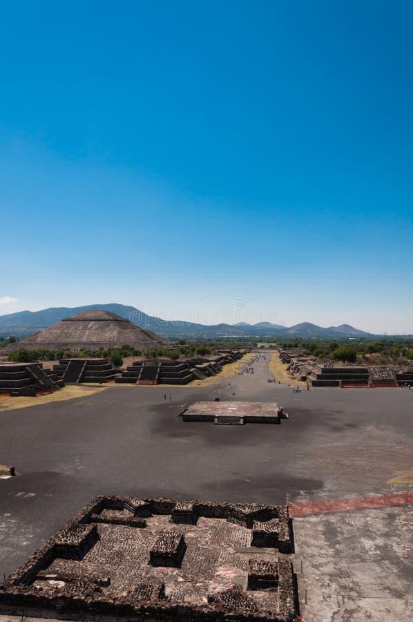 Vista dalla piramide della luna in Teotihuacan fotografia stock libera da diritti