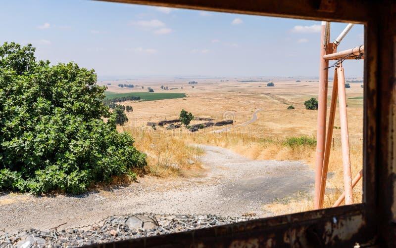 Vista dalla torre di battaglia che è rimanere dalla guerra del giorno del giudizio universale Yom Kippur War con Golan Heights in fotografia stock libera da diritti
