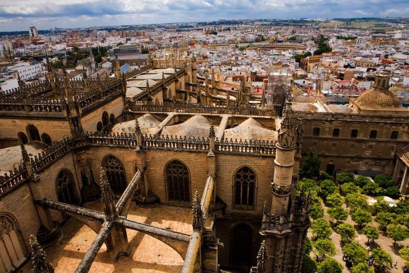 Vista dalla torretta di Giralda della La della cattedrale della Siviglia immagini stock libere da diritti