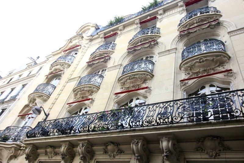 Vista dalla via della città di Parigi fotografie stock libere da diritti