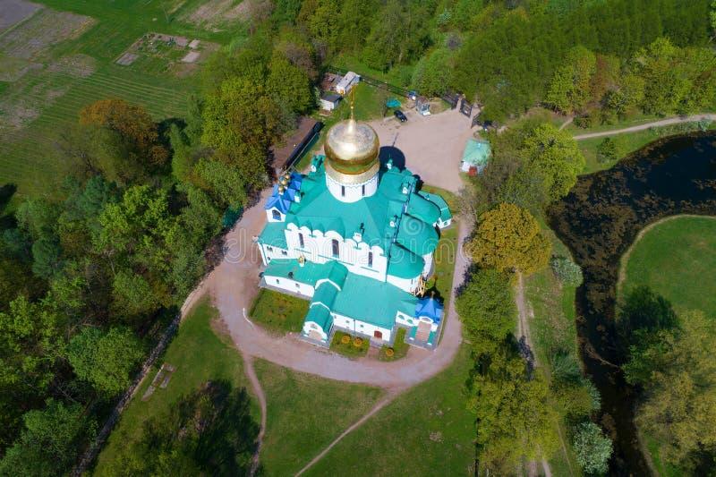 Vista dalle altezze alla cattedrale di Fedorovsky su una festa dei lavoratori soleggiata Tsarskoye Selo, St Petersburg fotografia stock libera da diritti