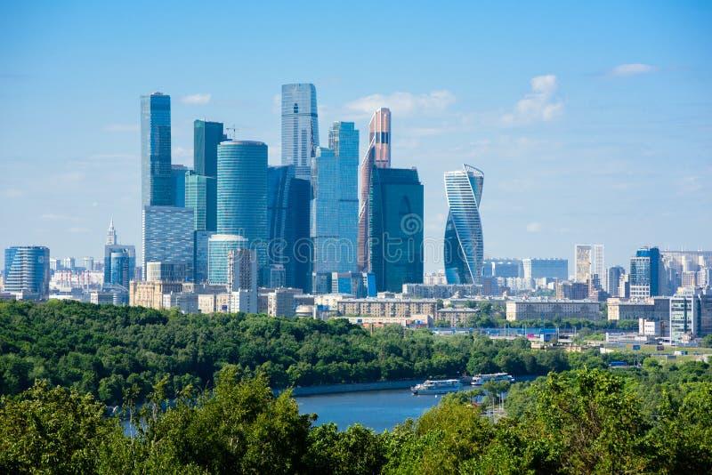 Vista dalle colline del passero sul centro di affari internazionale di Mosca della città di Mosca, Russia immagini stock libere da diritti