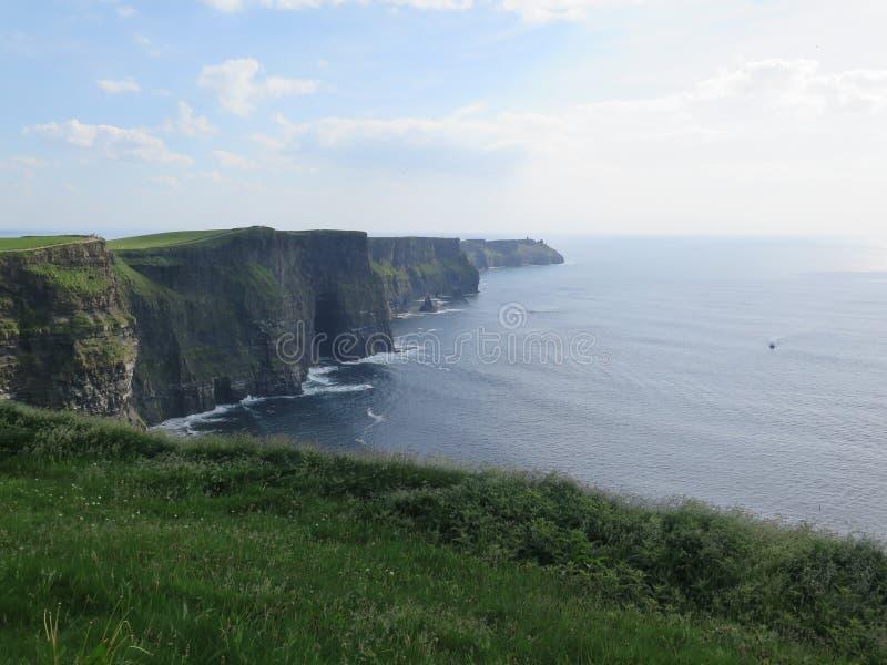 Vista dalle scogliere di moher Irlanda fotografia stock