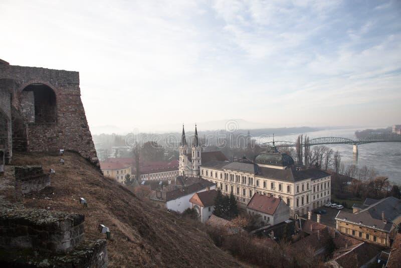 Vista a Danubio in Esztergom Paesaggio dell'Ungheria immagini stock libere da diritti