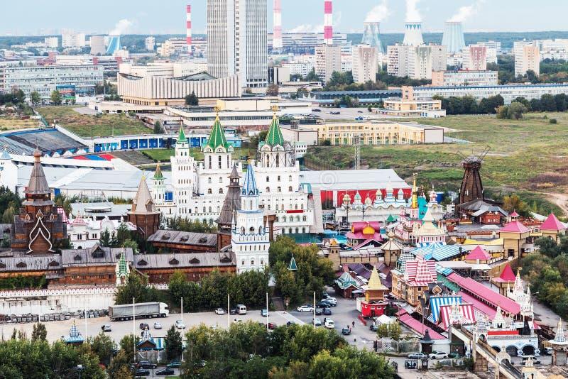 Vista das alturas ao Kremlin de Izmailovo em Moscou fotos de stock