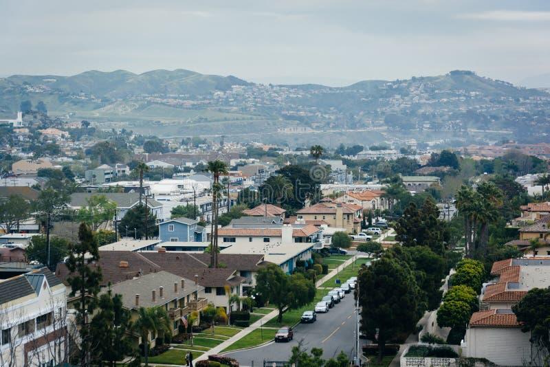 Vista das casas e dos montes em Dana Point, Califórnia fotografia de stock