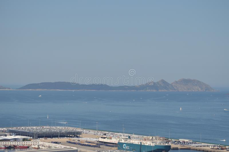 Vista das ilhas de Cies da montanha de Castro In Vigo Natureza, arquitetura, história, curso 16 de agosto de 2014 Vigo, foto de stock royalty free