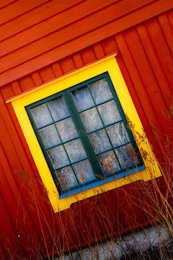 Vista das janelas de uma casa fotografia de stock