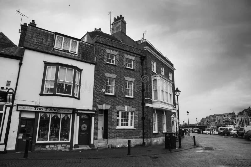 Vista das lojas na área velha do porto, Weymouth, Dorset, Inglaterra, Reino Unido, o 26 de dezembro, imagem de stock
