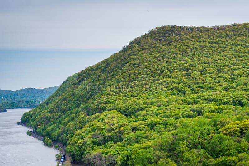 Vista das montanhas ao longo de Hudson River do rei State Park da tempestade, New York foto de stock royalty free