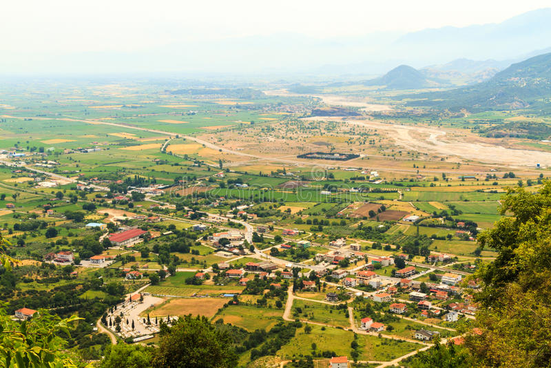 Vista das montanhas de Pindos ao país imagem de stock royalty free