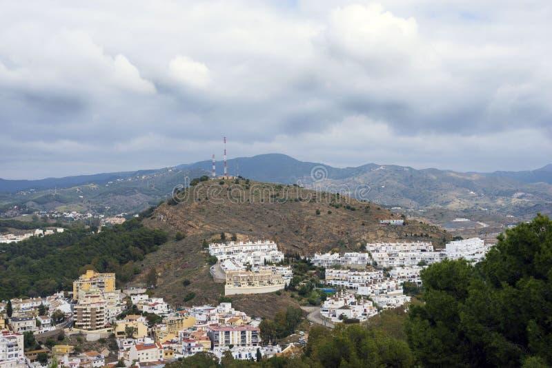 Vista das montanhas e da cidade espanhola de Malaga da plataforma de observação da fortaleza de Gibralfaro imagem de stock