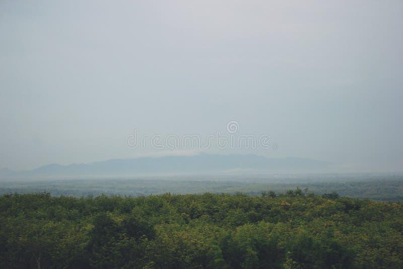 Vista das montanhas em Gunungkidul Indonésia imagem de stock royalty free