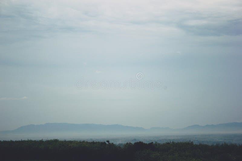 Vista das montanhas em Gunungkidul Indonésia fotografia de stock