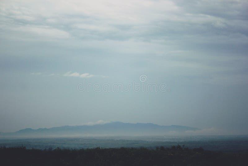 Vista das montanhas em Gunungkidul Indonésia foto de stock