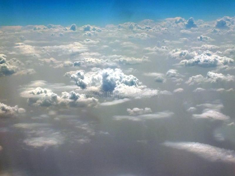 Vista das nuvens de cima das nuvens fotos de stock royalty free