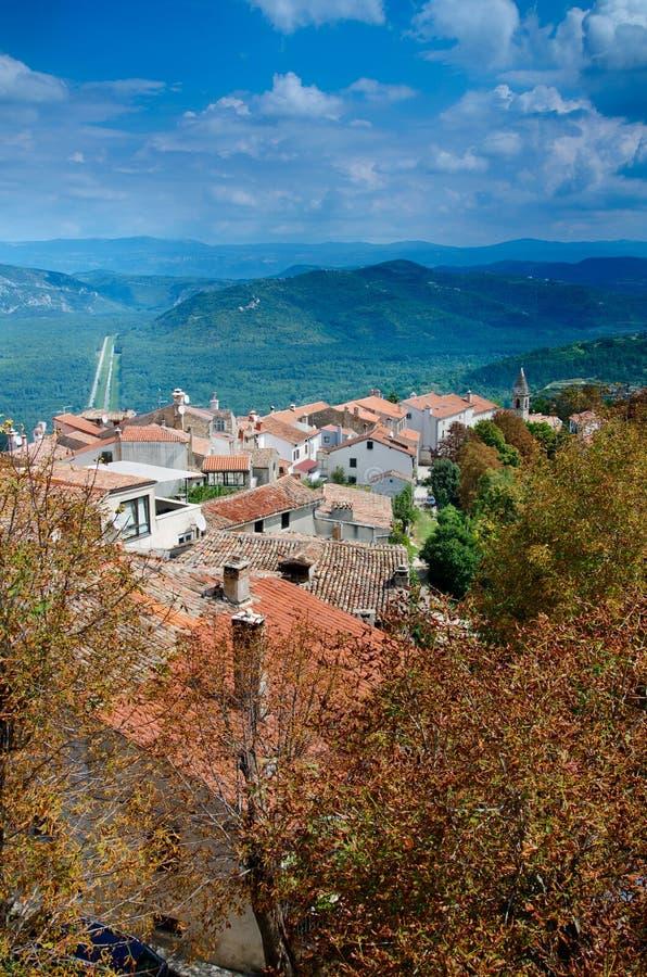 Vista das paredes da cidade, Motovun, Istria, Croácia imagens de stock