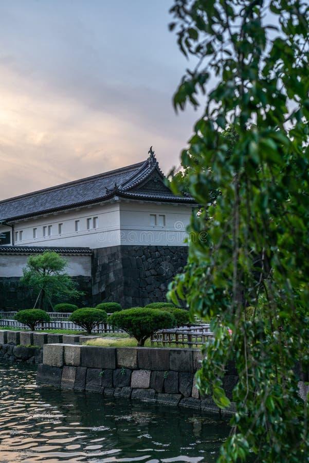 Vista das paredes dos jardins imperiais no Tóquio no por do sol - 3 fotografia de stock royalty free