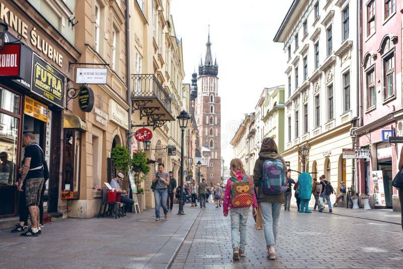 Vista das ruas centrais no krakow imagem de stock