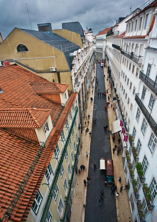 Vista das ruas e dos telhados de Lisboa fotografia de stock