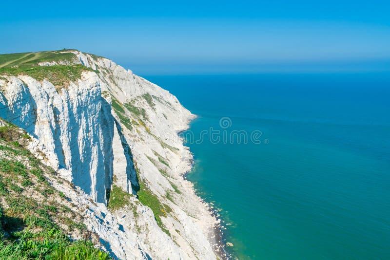 Vista de acantilados y del mar de la cabeza con playas cerca de Eastbourne, Sussex del este fotos de archivo