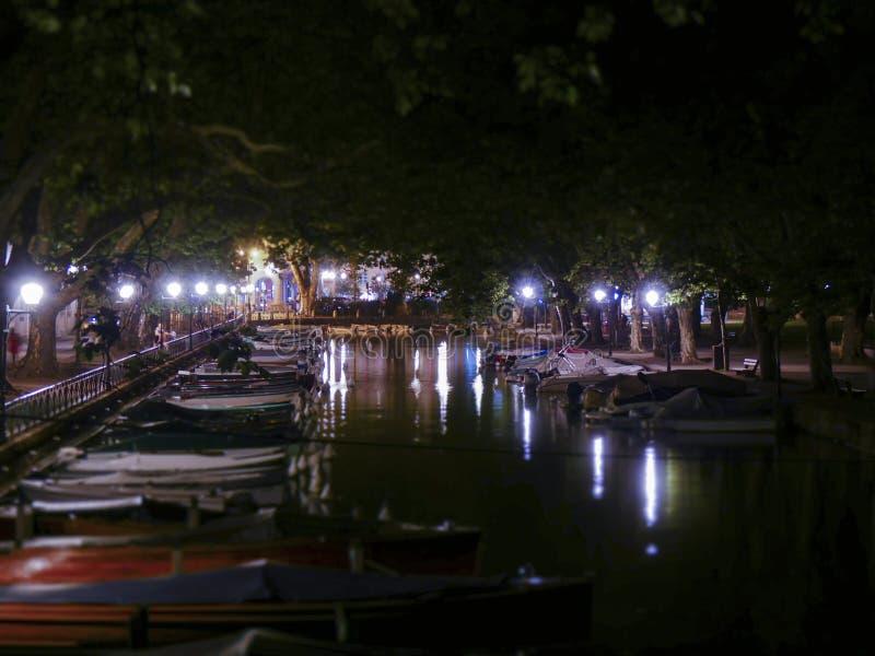 Vista de Annecy dos casos amoroso do DES de Pont foto de stock